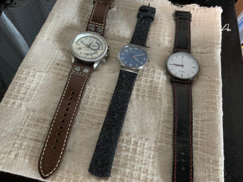 腕時計の置き場にランチョンマットを使用する
