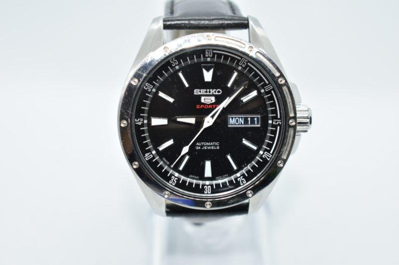 3本針の腕時計